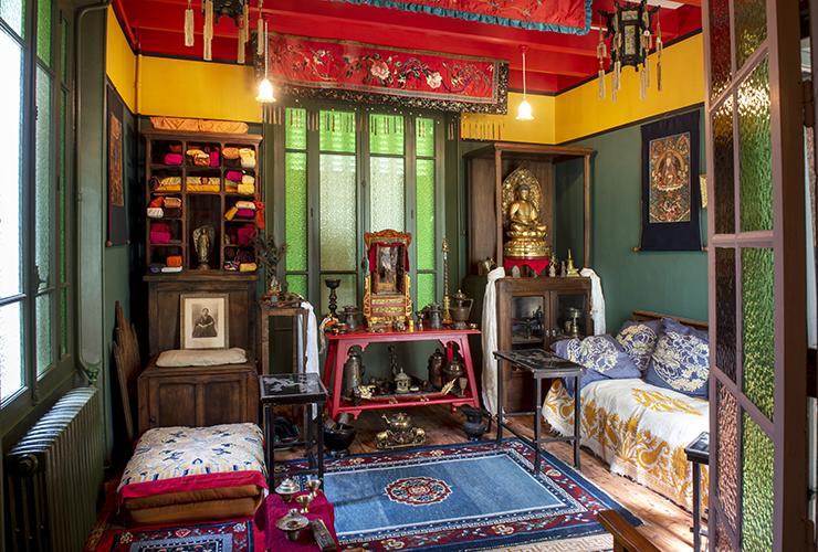 Vue sur la décoration d'une pièce de la Maison Alexendra David Neel
