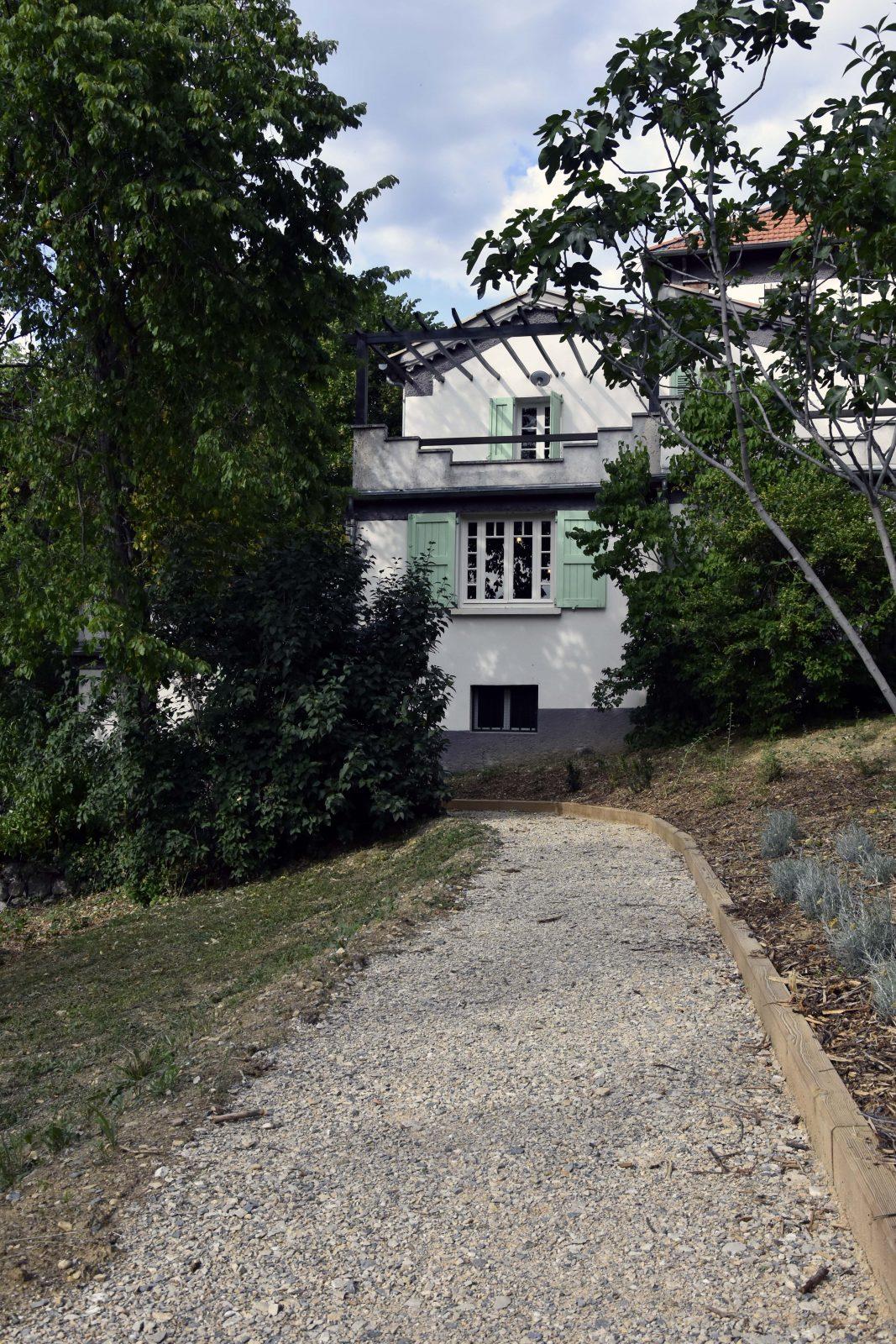 Allée de jardin de la Maison Alexandra David-Neel